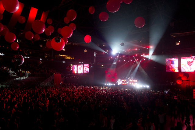 Red (x-mas) party: David Guetta, Afrojack in Paris Hilton v Stožicah