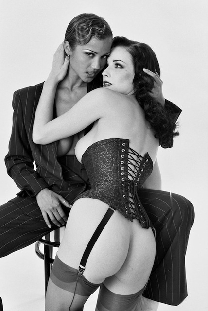 Dita Von Teese in Alley Baggett objeti