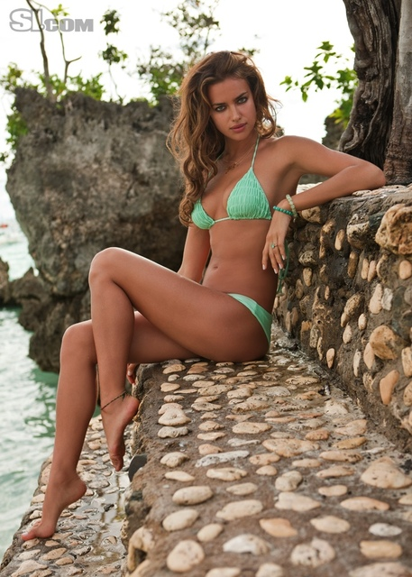 Irina Shayk v kopalkah v Sports Illustrated Swimsuit 2011