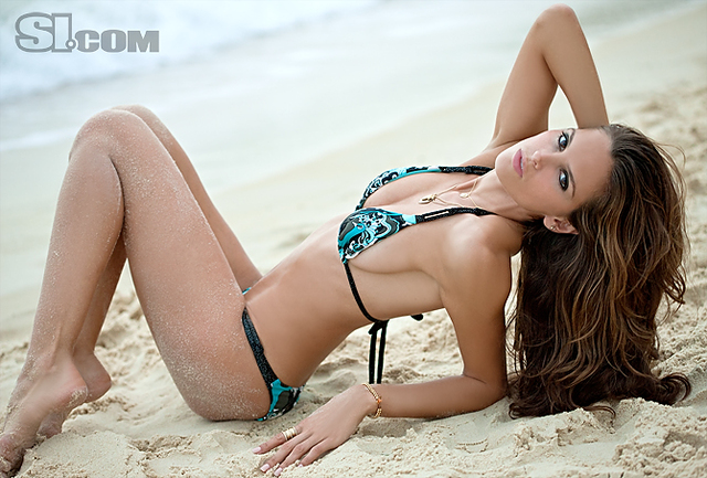 Izabel Goulart v kopalkah - Sports Illustrated Swimsuit 2011