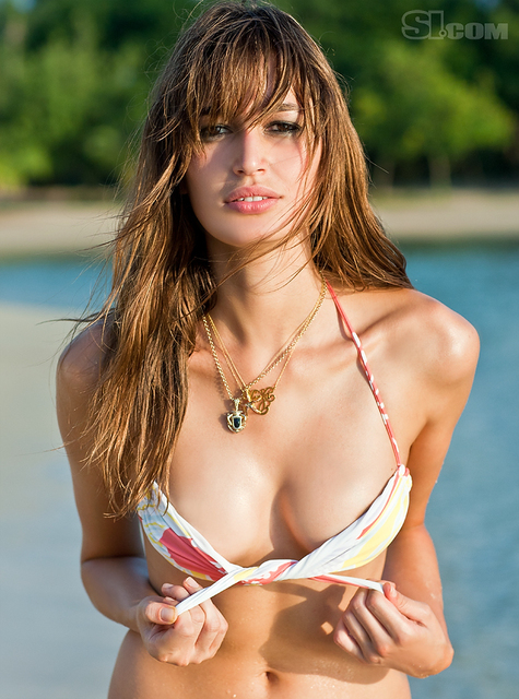 Kenza Fourati v kopalkah - Sports Illustrated Swimsuit 2011