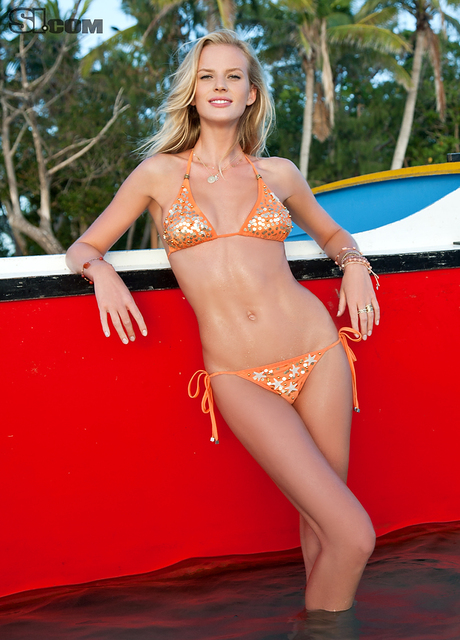 Anne V v kopalkah - Sports Illustrated Swimsuit 2011
