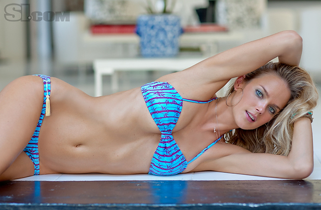Shannan Click v kopalkah - Sports Illustrated Swimsuit 2011