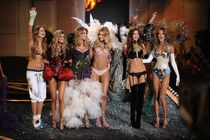 Victoria's Secret Fashion Show 2009 - thumbnail