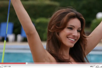 Kelly Brook telovadi z Jukari Fit To Flex / vir: YouTube - thumbnail